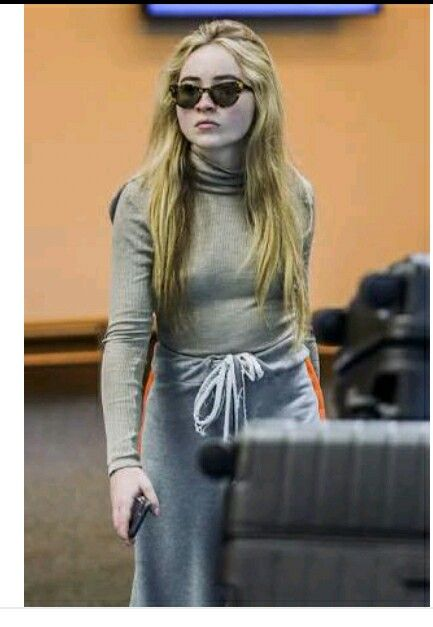 Sabrina Carpenter at the Vancouver airport