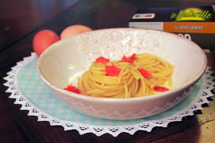 Spaghettone cremoso con carbonara di uova e prosciutto di trota
