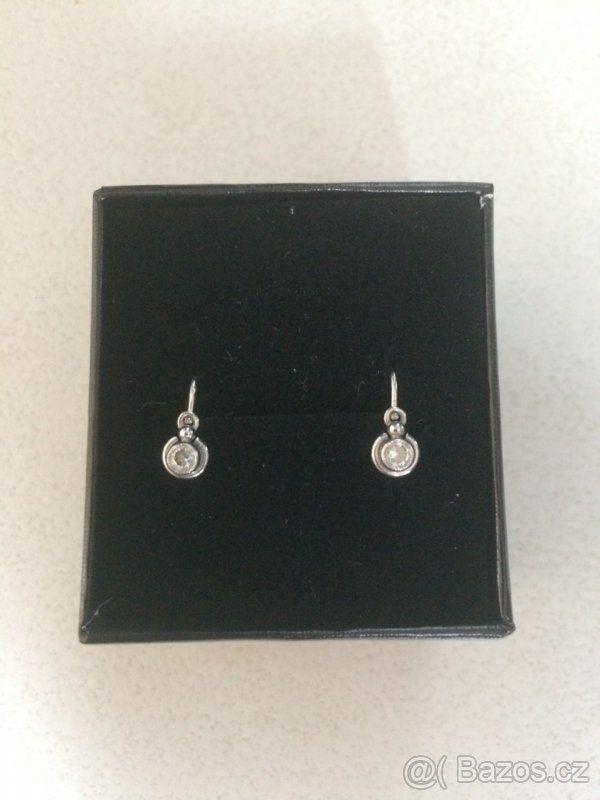 418e233aa Dětské zlaté náušnice - Praha - východ   mimi   Diamond Earrings ...