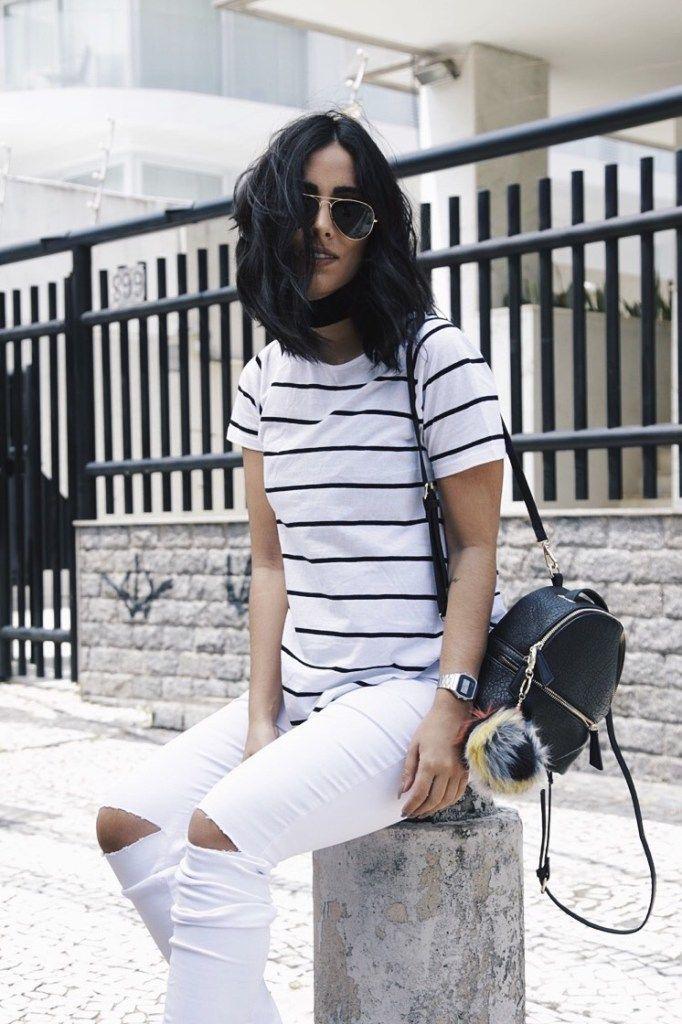 Calça branca e blusa de listras