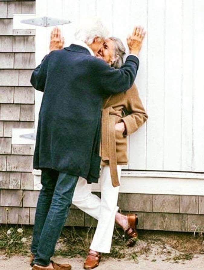 ухода фото с надписью любви все возрасты покорны предполагают, что именно