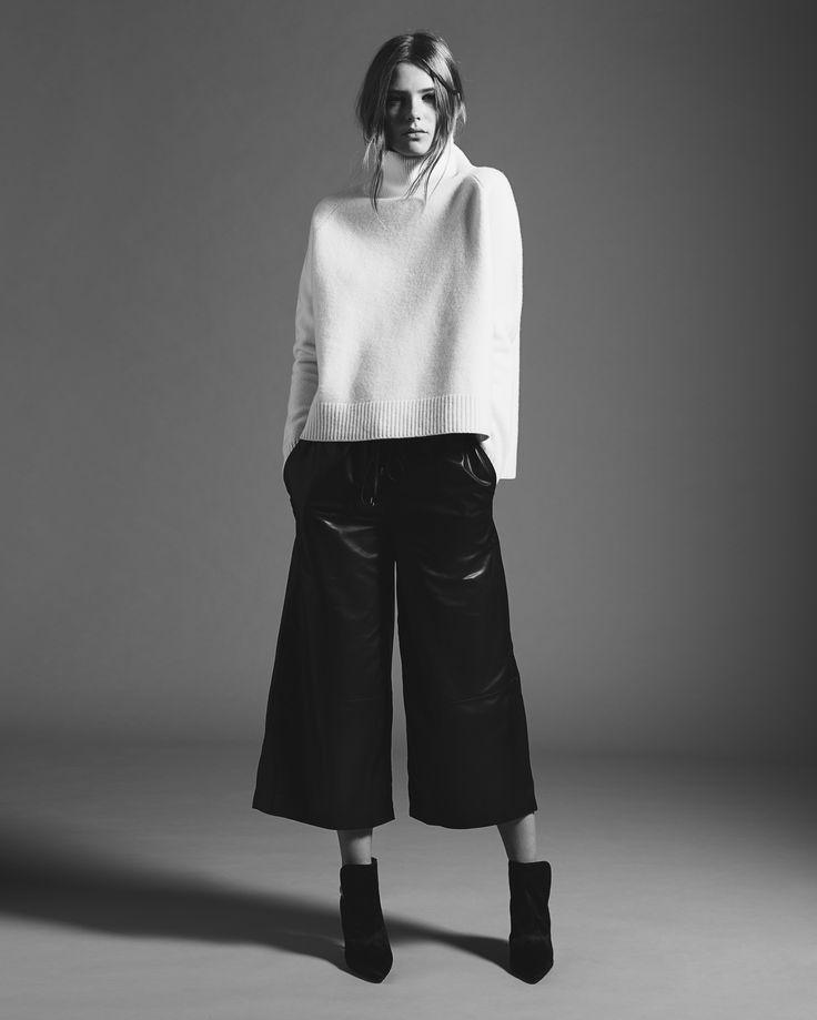 SET Turtleneck Jumper: https://www.set-fashion.com/pullover-0050099-1030 | SET Leather Culotte: https://www.set-fashion.com/leder-culotte-0048896-9990