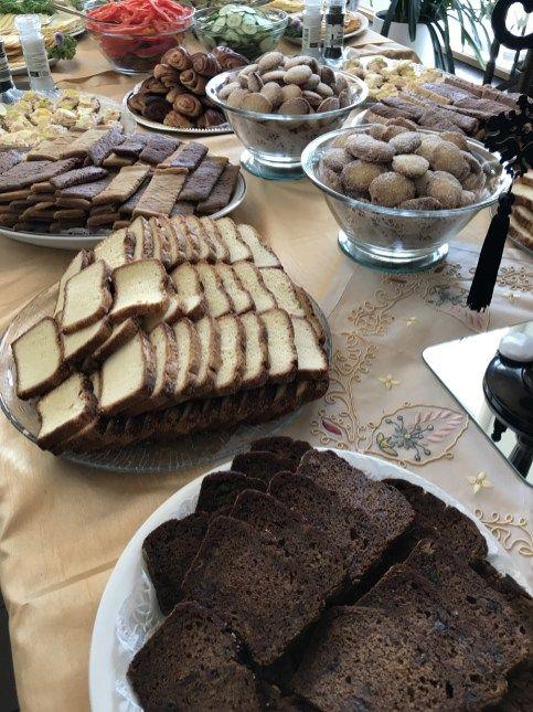 Kannatti leipoa! #yotaavetti2017 -juhlien leivonnaiset olivat kaikki itsetehtyjä lukuunottamatta joitain erityisruikavalioiden tarjottavia. Leipomiseen osallistui useita henkilöitä, kiitos k…