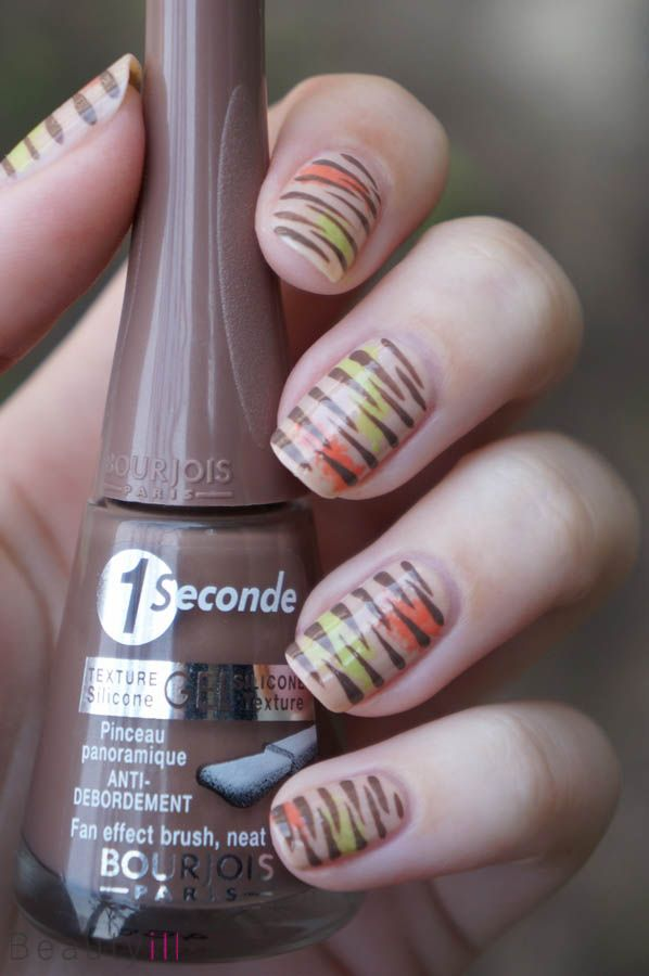 DIY Nail Art | Fashionable Stripes ~ Beautyill | Beautyblog met nail art, nagellak, make-up reviews en meer!
