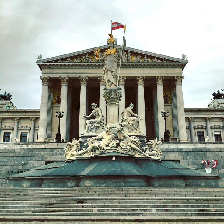 #beautiful #austrian #parliament #building on #innerestadt . #neoclassical #architecture with #pallasathena #athena #statue in front. #lawandjustice #Vienna #wien #welovevienna #instapic #instagood #instadaily #picoftheday #igers_architecture...