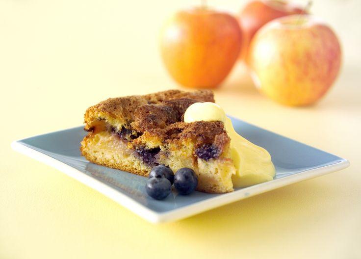 Tämä omena-mustikkatorttu on parhaimmillaan vaniljakastikkeen tai -jäätelön kera tarjoiltuna. Ota talteen helppo #resepti: http://www.dansukker.fi/fi/resepteja/kevennetty-omena-mustikkatorttu.aspx #mustikkatorttu #torttu #omena
