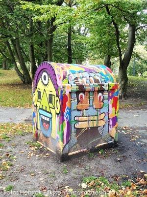 graffiti trashcan