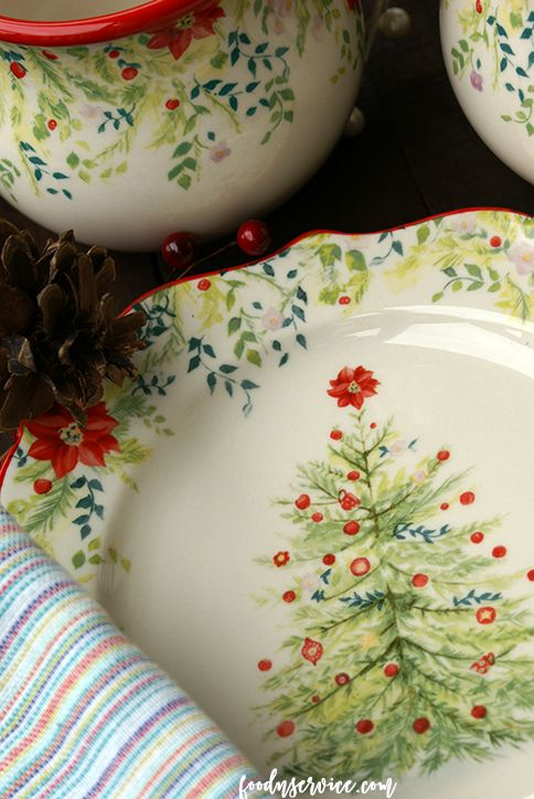 Ree Drummond has released her Holiday Dinnerware collection at Walmart! I love the Pioneer Woman and her aesthetics in design! I love her, and need every piece.