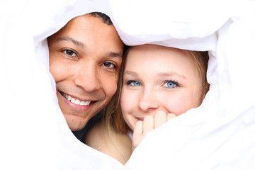 """Amore interrazziale  La diversità comincia a essere """"normalità"""". All'inizio l'interesse si accende proprio per il provenire da posti diversi e lontani, dall'essere differenti. Due culture che si affrontano sul piano dell'Amore del Matrimonio. Anche queste coppie possono vivere esperienze di separazioni e divorzi, ma non sui temi scontati della religione e dell'educazione dei figli a cui sono chiamati fin dall'inizio a mediare. Cadono, invece, sui piccoli gesti quotidiani."""