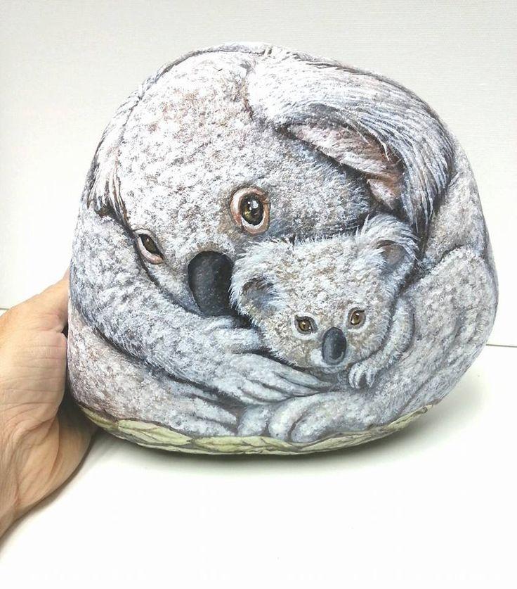 Osos Koala madre y sus gemelos  OOAK Rock Art  por Shelli
