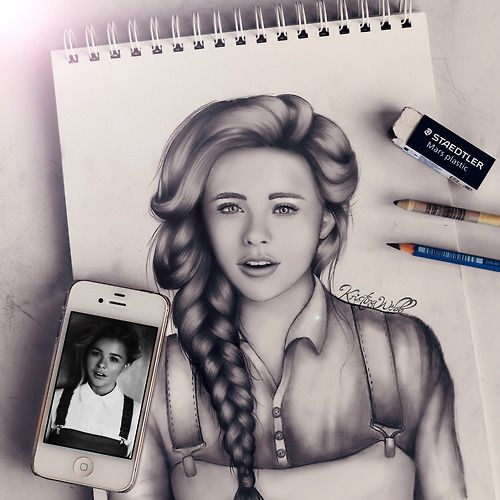 New drawing of Chloe Mortez