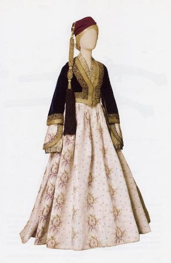 Amalia (Αμαλίας) the urban dress of the Athenian woman, named after the first queen of Greece who established it as the formal attire of the Royal Court @ National Historical Museum, Athens, Greece [http://attica.unipi.gr/culture/popup.php?photo_id=2625&lang=en]