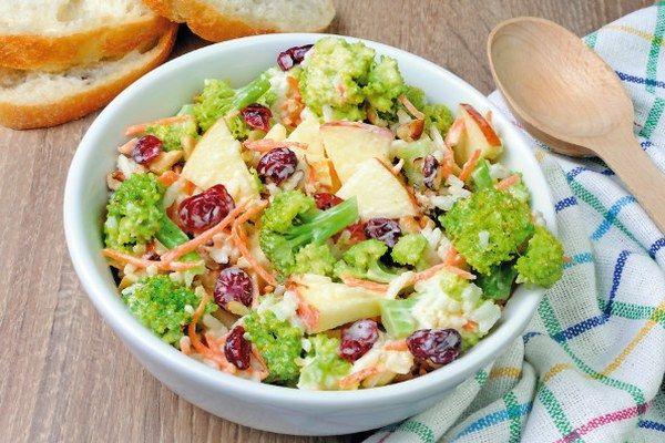Brokolicovo-jablkový šalát | Recepty | zena.sme.sk