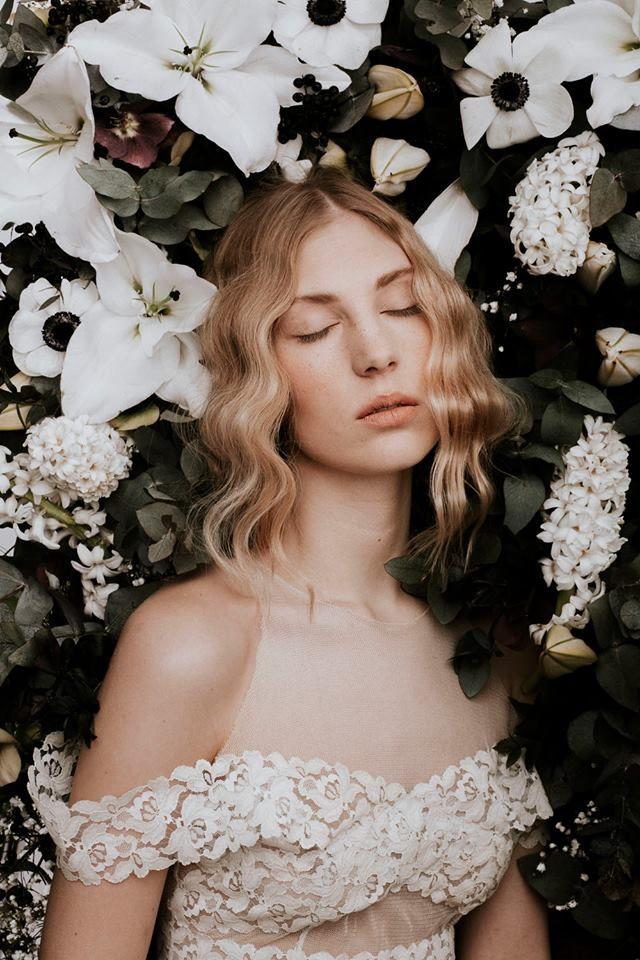 Nora Sarman Clau top  / make up Sara Skrionya / photo Pinewood Weddings / Nora Sarman