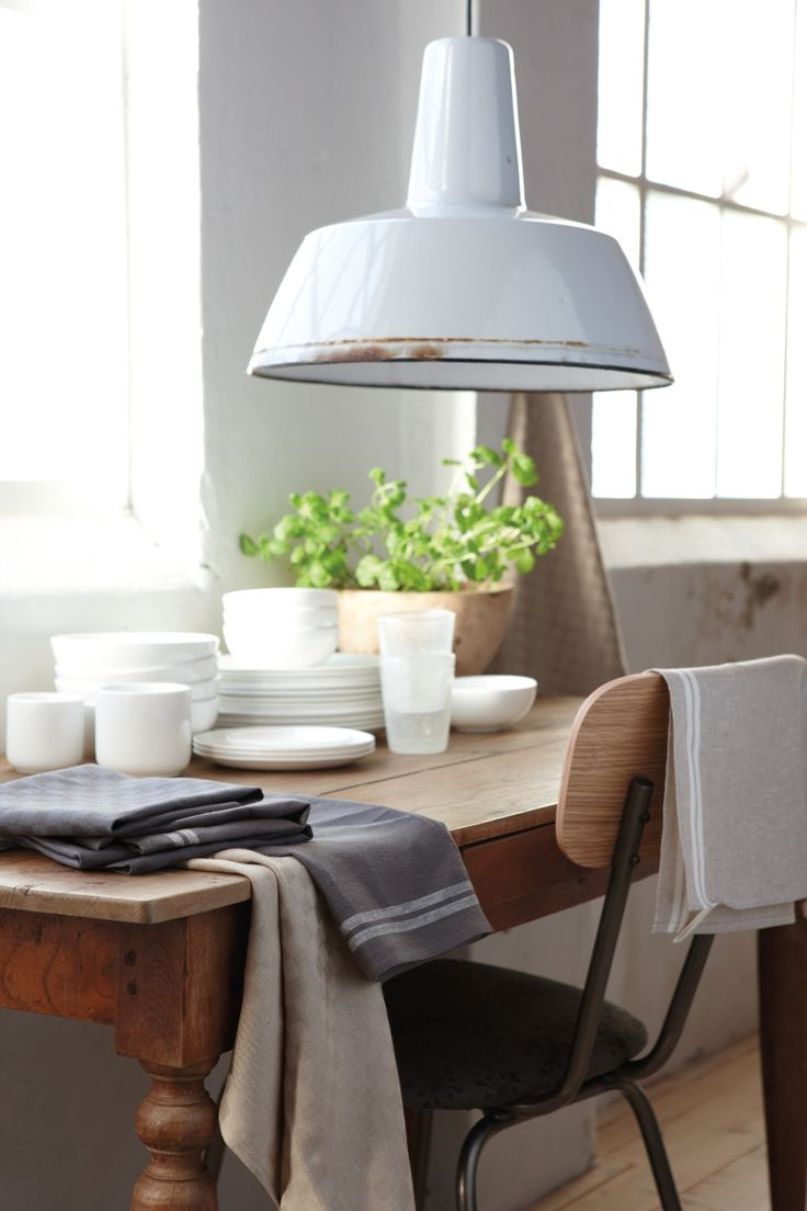 Creëer sfeer op tafel met placemats of een mooi elegant tafelkleed #tablemat #diningroom