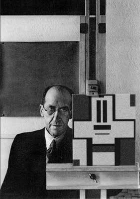 Pieter Cornelis (Piet) Mondriaan (Amersfoort, 7 maart 1872 – New York, 1 februari 1944) was een Nederlandse kunstschilder en kunsttheoreticus. Mondriaan wordt algemeen gezien als een pionier van de abstracte en non-figuratieve kunst. Vooral zijn latere geometrisch-abstracte werk.Hij was een van de belangrijkste medewerkers van het tijdschrift De Stijl en ontwikkelde een eigen kunsttheorie, die hij Nieuwe Beelding of Neo-plasticisme noemde.