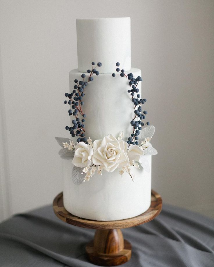 This stunning privet berry inspired cake by @trufflecakeandpastry was blowing up the Internet today and rightfully so! I think it is possibly my most favourite cake ever as seen in our @greylikes feature linked in my profile above.  #nailedit #weddingcake  by @corinavphotography by cynthiamartyn