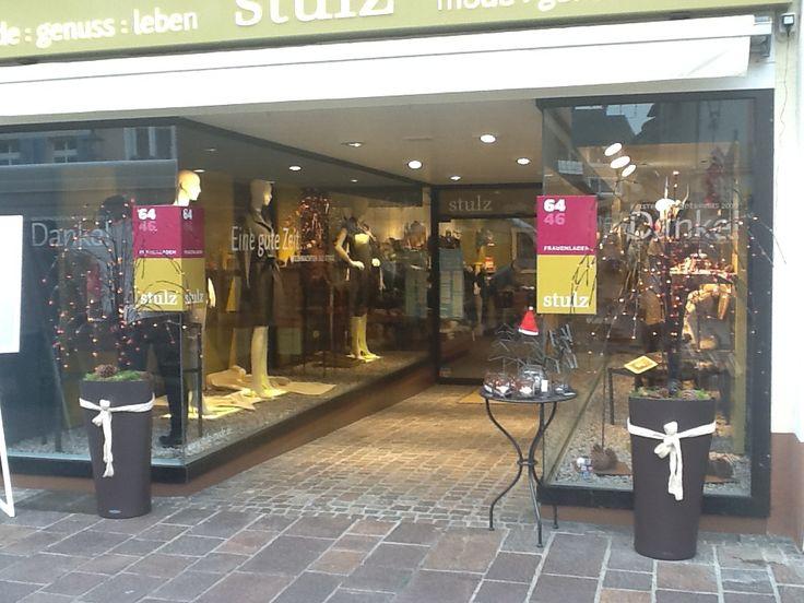 Frauenladen-Eingangsbereich zur Adventszeit.