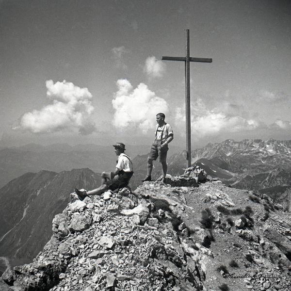 Einzigartige Bergbilder mit Geschichte. Entdecken Sie eines von Europas größten historischen Bildarchiven mit tausenden Aufnahmen der Alpen und seiner Bewohner. Jedes Bild kann in verschiedenen Größen erworben werden und ist individuell angefertigt!