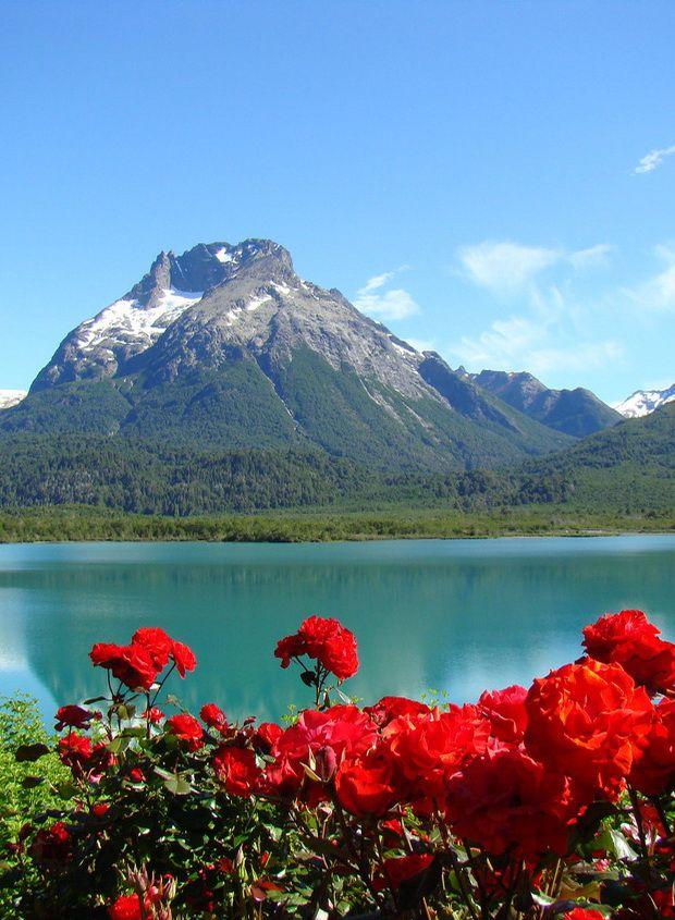 Rosas en el paraíso, Lago Mascardi, Argentina (by FotografiAR).