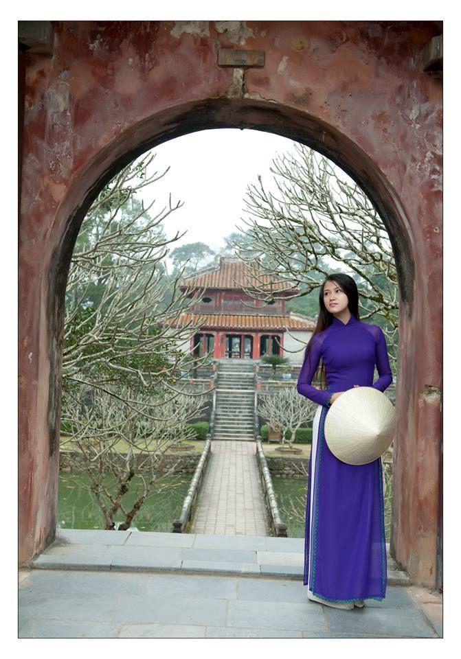 Ao dai Hue Vietnamese traditional dress, Vietnamese