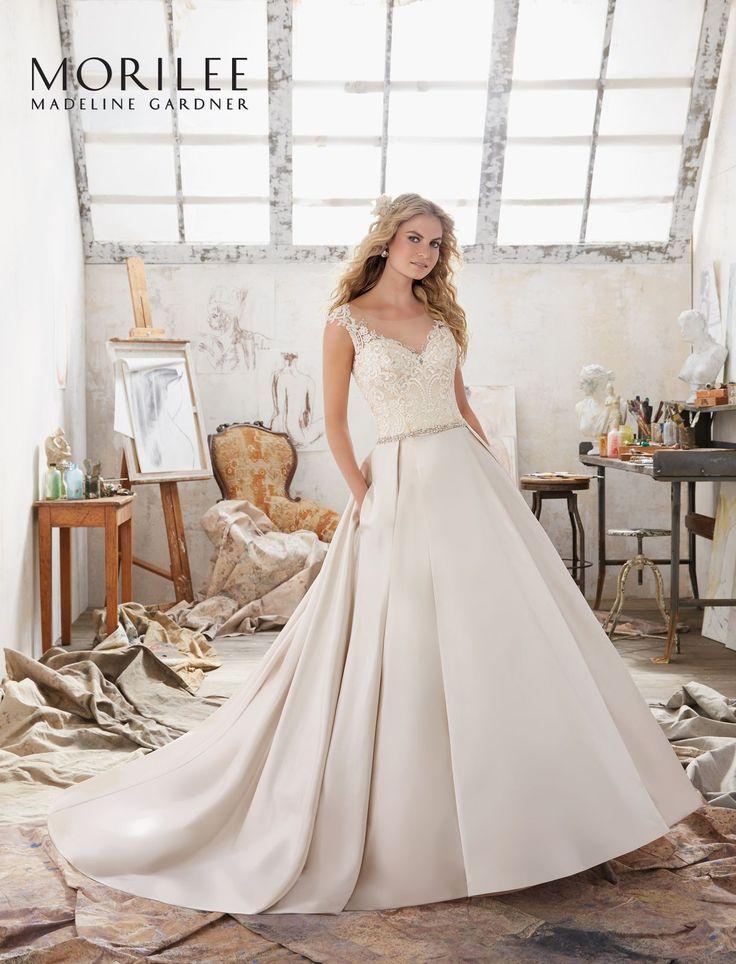 Elegancka suknia ślubna Mori Lee, koronkowy gorset i efektowna satynowa spódnica. Przepiękna suknia o kroju litery A, satynowa spódnica z …