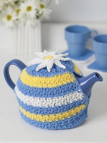 Daisy Motif Tea Cozy | Yarn | Free Knitting Patterns | Crochet Patterns | Yarnspirations