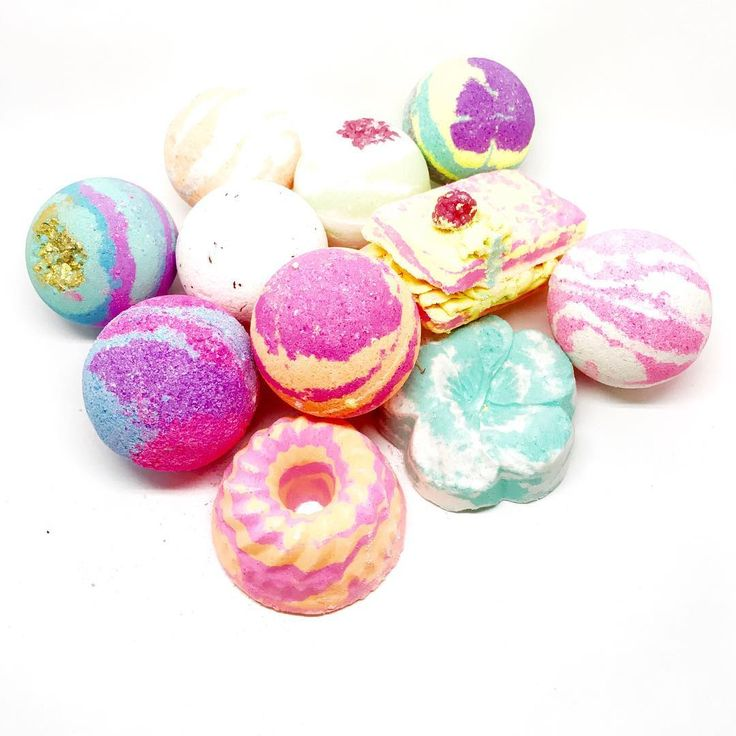 LUCKY DIP BATH BOMB...Everyone loves a surprise!! Lucky Dip Bath Bombs are a tropical storm of fizzing colour and rich moisture.Individually handcrafted to to bring you a surprise of fizz and fragrance. Will you get pink or will you get blue, green or orange ? - many possibilities in this lucky dip.