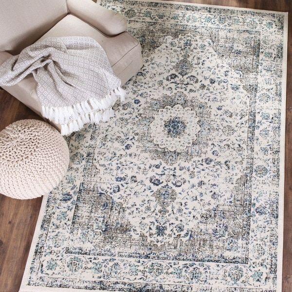Effortlessly capturing the charm of vintage Oriental motifs, this 8' x 10' rug from Safavieh's Evoke Collection is a marvel of modern artistry. This fashion-forward frieze rug features a grey field of