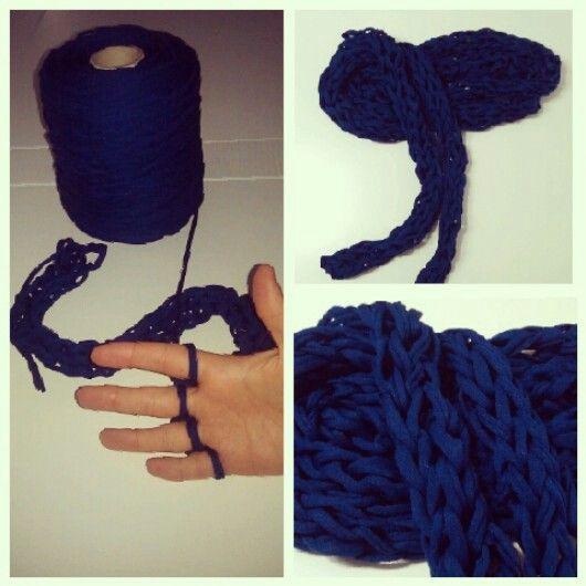 Bufanda redonda y fina.. hecha con las manos!!! Fácil y rápida, I love it.. #bufanda #diy #fashion #madebyme #winter