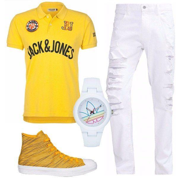 Jeans slim con strappi Armani Jeans, polo slim fit con stampa, sneakers alte Converse e orologio Adidas Originals. Look sportivo e trendy per il tuo tempo libero.