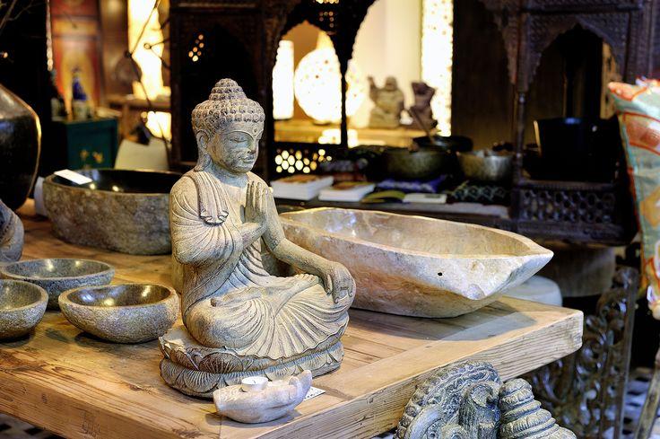 DengDeng is een lifestylewinkel in Haarlem met een brede collectie unieke Aziatische/Oosterse meubelen, woonaccessoires, kunst en sieraden.