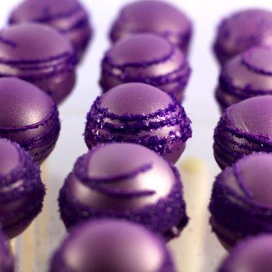 """For your wedding sweet table the very cute cake pops, purple and glitter.🍬 Pour votre buffet dessert de mariage optez pour de magnifique cake pops en violet. 🍬 #weddingparty #wedding #weddingandmacarons #weddinginspiration #happy #events #sweettable #cakepops #cake #delicious #mood #cute #glitter #glamour #beautiful #purple #pretty #bride #groom #bridesmaids #family #friends #picoftheday #luxurywedding #chic #food #instagood"" by @weddingandmacarons. #이벤트 #show #parties #entertainment…"