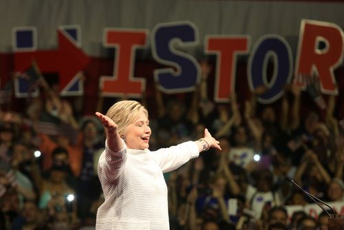 Clinton Foundation doles out favors, charity rating group gives it FOUR stars in return