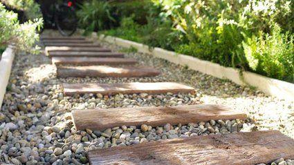 Créer du style dans son jardin avec les allées de jardins // http://www.deco.fr/jardin-jardinage/actualite-572856-erreurs-eviter-allees-jardins.html #jardin