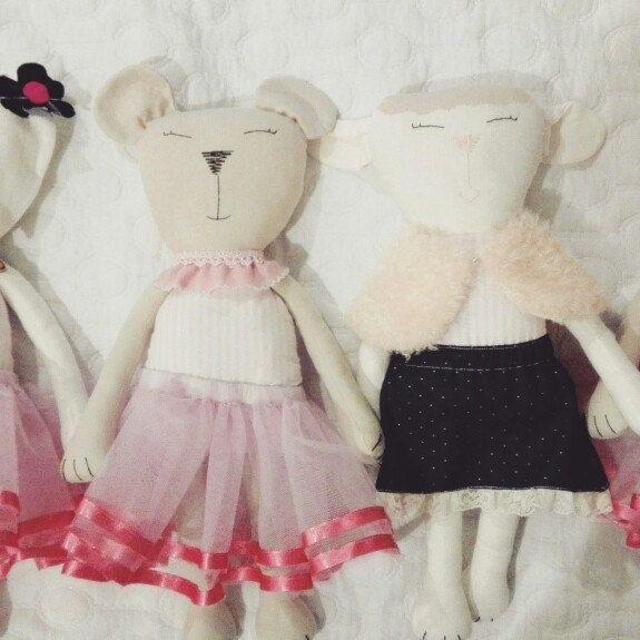 Osa, oveja y coneja de trapo! Estos son algunos de los personajes Flofy que acompanaran los juegos de tus ninos. Encuéntralo en la tienda en Etsy, Amazon Handmade o contáctanos por Facebook (@flofyco)
