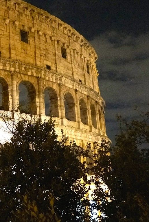 48 hours of eating in Rome : Rome is a terrific city for sightseeing but don't forget to eat! We share some of our favourite places to grab a bite. @buggl