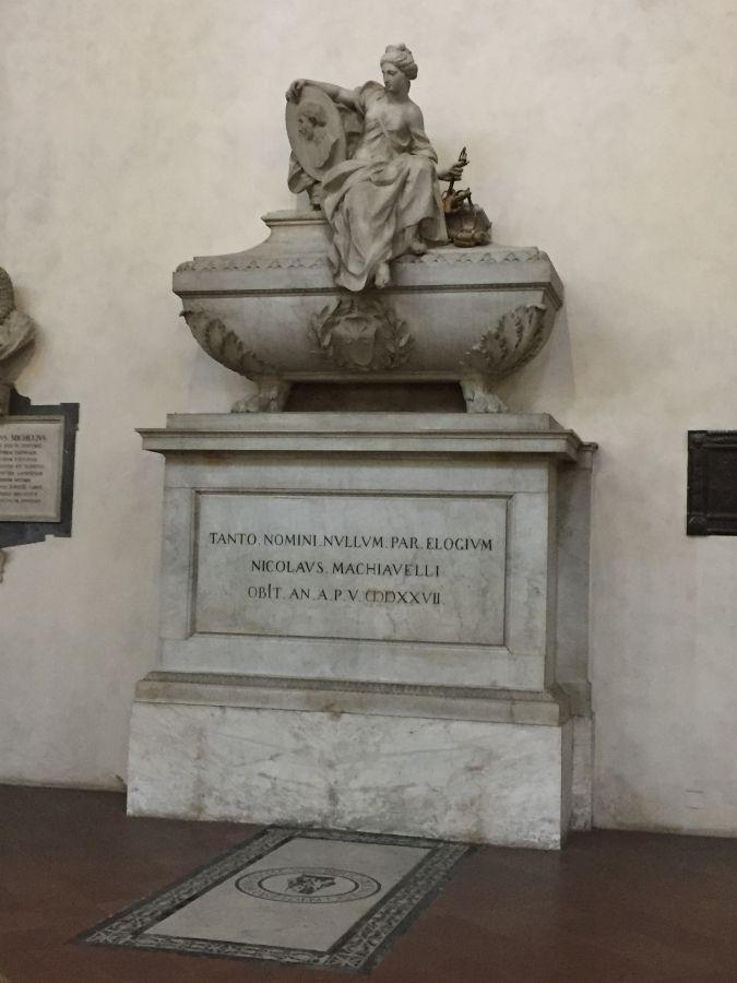Nicolás Maquiavelo ❤ - Iglesia de la Santa Croce, Florencia, Italia = Italy.