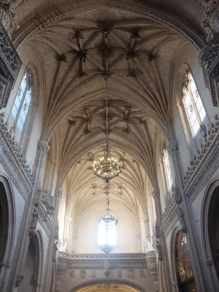 Bóvedas de los píes de la nave