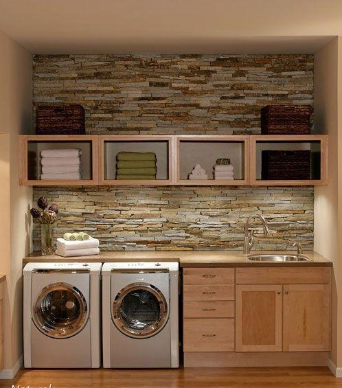 Echt ideaal zo'n ruimte vaak naast of achter de keuken, maar deze bijkeuken inrichten wordt vaak vergeten. Meestal komt een..