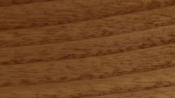 El castaño es una madera dura de color marrón claro, de textura basta con grano generalmente en espiral, aunque en ocasiones también se puede encontrar recto. De uso frecuente en España, puesto que es una madera muy común en nuestro país. Se utiliza para multitud de trabajos en carpintería y ebanistería, como la elaboración de muebles, ventanas, ataúdes…