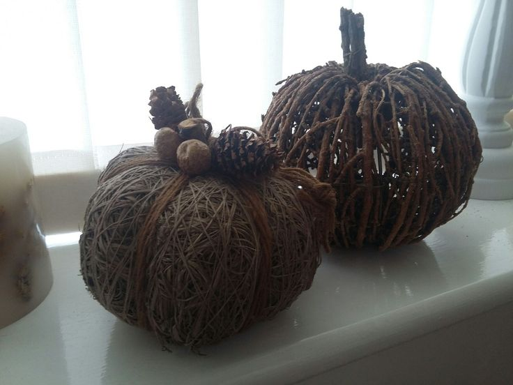 Fall is comming ... so we decorate our home for it ... 2 little decorative pumpkins ...got them from tk maxx today ... just love them