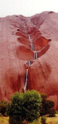 Ayers Rock, Uluru, Australië. In dit artikel vind je nog 33 andere  redenen om dit prachtige land te bezoeken.