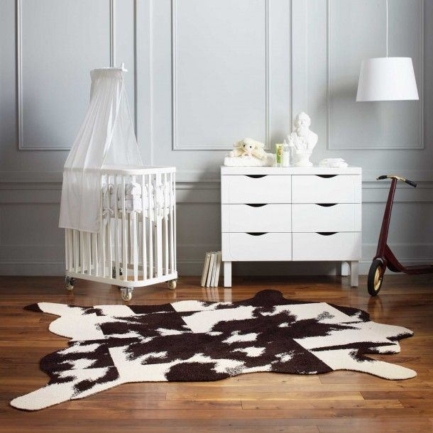 "This DIY rug set includes <a href=""<product_id>628</product_id>"">Mod Cow</a> tiles with a hide pattern etched on the back, so you can trace along with your carpet knife (not included). Also, includes cutting instructions, FLORplan and FLORdots. See how easy it is to create this faux cowhide on your own."