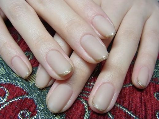 Nude and gold manicure. #nails