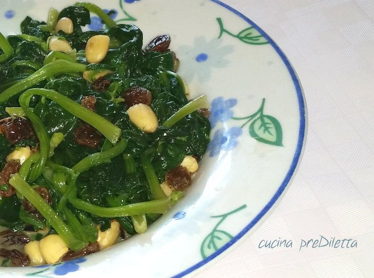 Spinaci con mandorle e uvetta, ricetta, cucina preDiletta