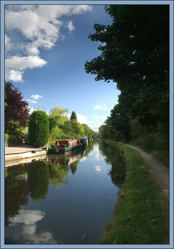 Early morning, Macclesfield Canal, Cheshire, England Copyright: Simon Yates