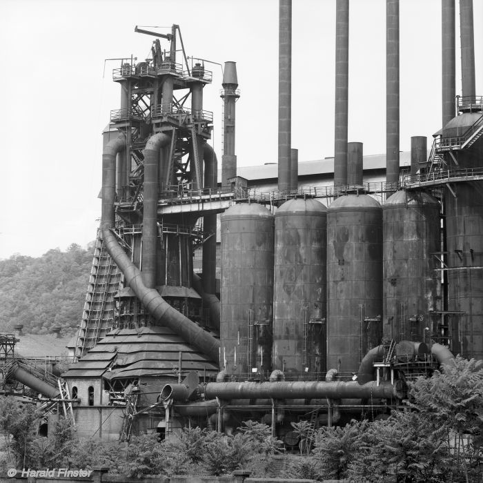 steel mill immigrants of industrial america The steel-mill towns of pennsylvania helped give birth to a modern industrial society here was where the sons and daughters of peasants, farmers, and sharecroppers became industrial workers, trading the rhythms of traditional life for the stern discipline of the factory whistle.