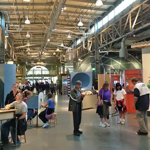 See a picture of the Exploratorium - get a visitor guide to find out when to go, why you might want to and how others rate it