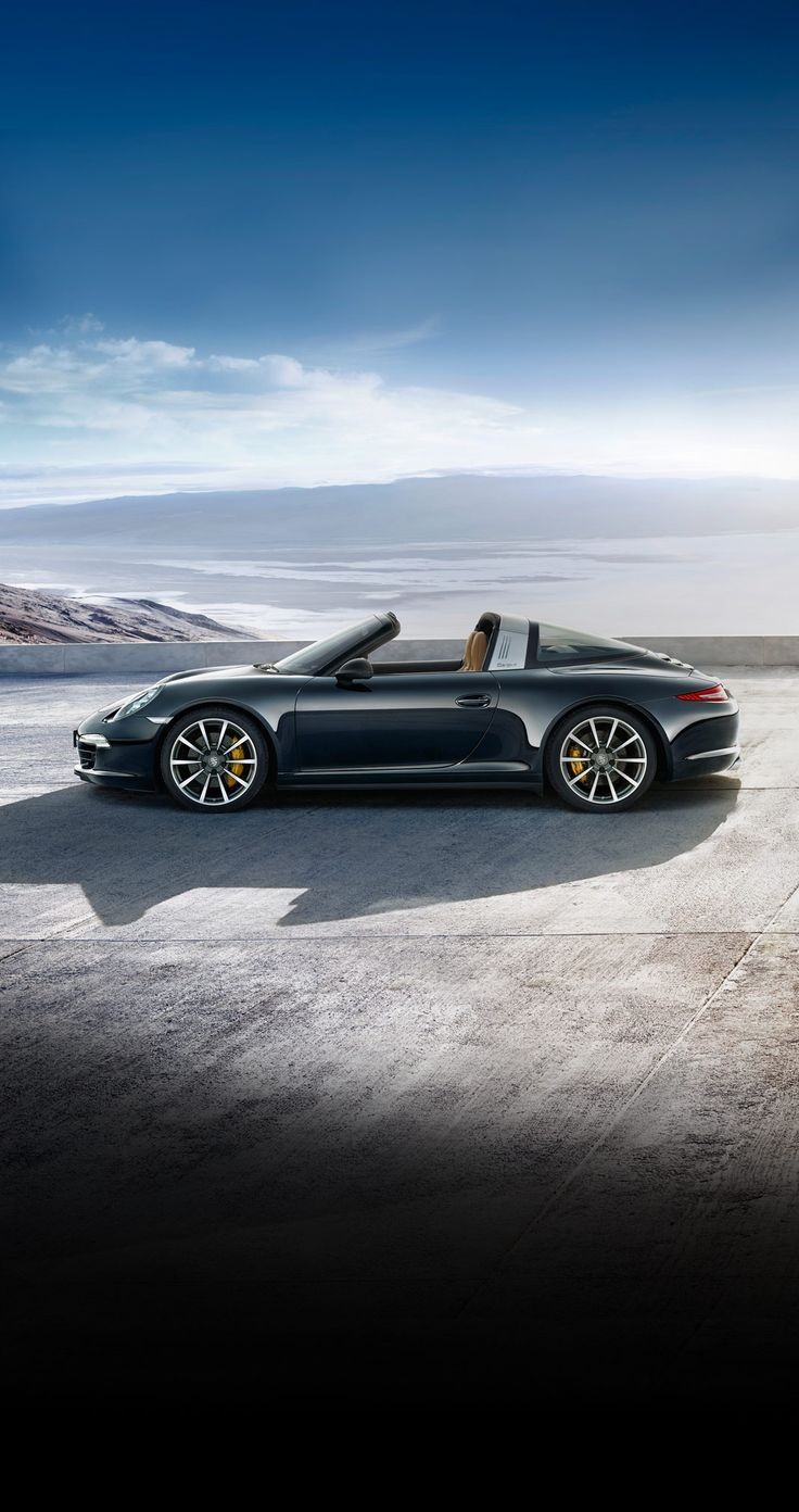 Porsche #911Targa 4S: 3.8 litre flat-6 engine, 294 kW (400 hp) at 7,400 rpm. It sprints from 0 to 100 km/h in just 4.6 seconds and can accelerate up to a speed of 294 km/h. Learn more:   *Combined fuel consumption in accordance with EU 6: 10.0 - 8.7 l/100km; 237 - 204 g/km.